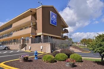 Pittsburgh Airport Hotel & Parking!