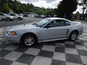 K&B Auto - 2000 Ford Mustang